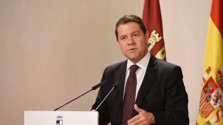 El presidente regional traslada sus condolencias por el fallecimiento del piloto del Eurofighter siniestrado tras el Desfile de las Fuerzas Armadas