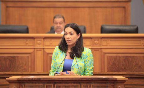 Para Claudia Alonso, Page veta que se hable en las Cortes de la unidad de España a cambio de que Podemos le apruebe los presupuestos