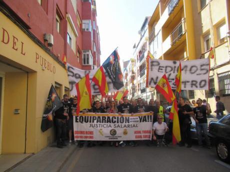 JUSAPOL se moviliza ante la sede del PSOE de Cuenca para pedir la equiparación salarial