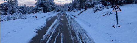 Alertan del peligro de placas de hielo con el descenso de temperaturas