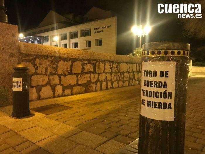 Antitaurinos piden la abolición de la tauromaquia en la previa de la Gala del Toro con Cuerda que se celebra en Cuenca