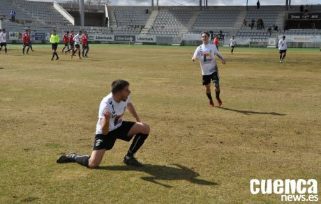 El Conquense impone su ley con gol olímpico incluido de Héctor Rubio (2-0)