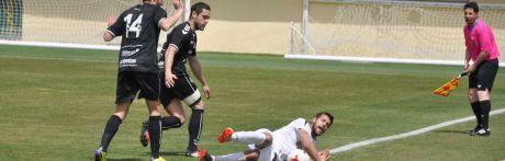 El Conquense se aferra al liderato con mucho oficio ante el Mora (3-2)