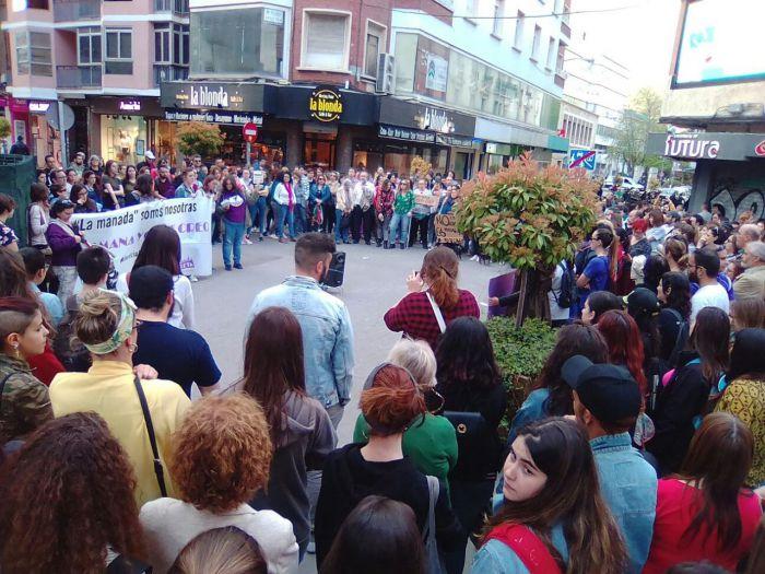 """Más de 200 personas claman en Cuenca contra la sentencia del caso de """"La Manada"""""""