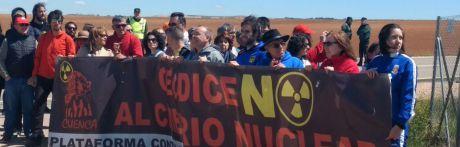 Cerca de cien personas participan en la novena marcha a Villar de Cañas para decir no al ATC
