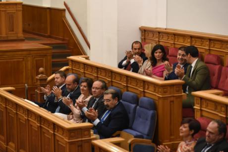 Catorce diputados juran y 19 prometen su escaño en las Cortes regionales