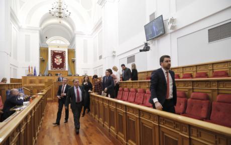 El PSOE abandona el pleno de la Cortes en la intervención de Benjamín Prieto