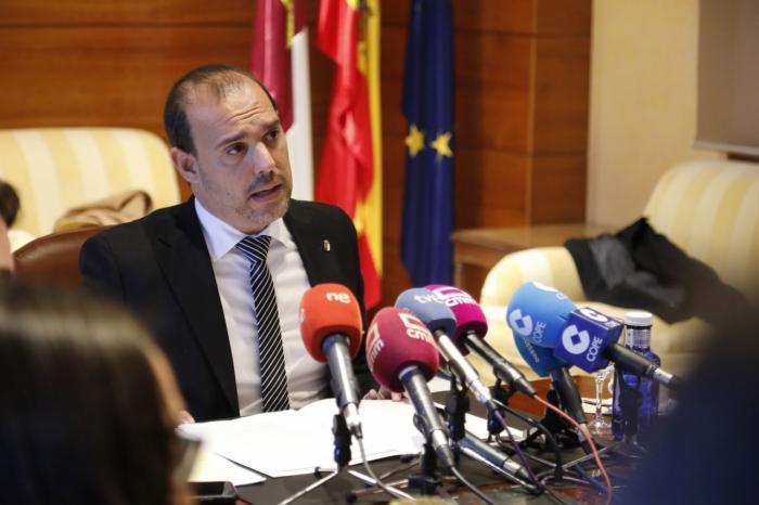 El presidente de las Cortes de Castilla-La Mancha, Pablo Bellido, ha ofrecido una rueda de prensa para hacer balance del primer periodo de sesiones al frente de la institución