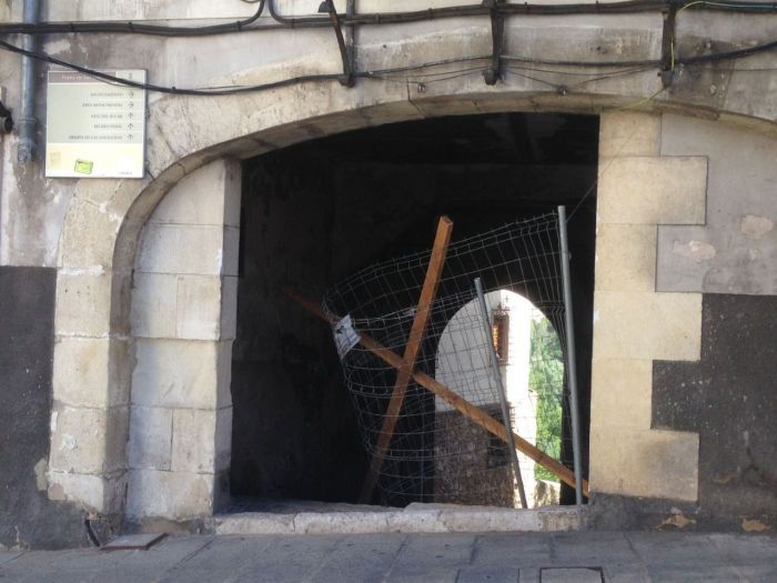 Ciudadanos denuncia que Mariscal mantenga cortado el acceso a la Puerta de San Juan durante más de tres meses