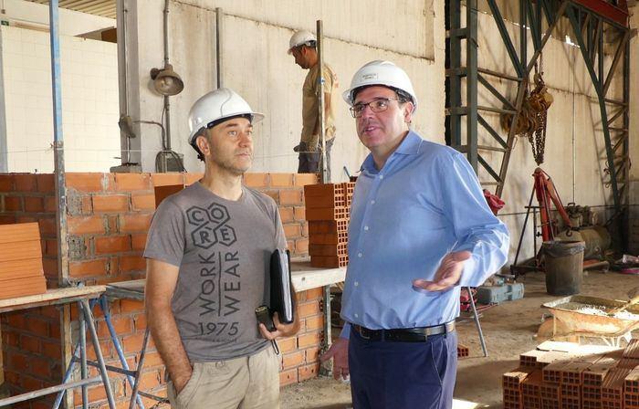 En imagen el presidente de la Diputación de Cuenca durante la visita de las obras del nuevo Parque de Bomberos