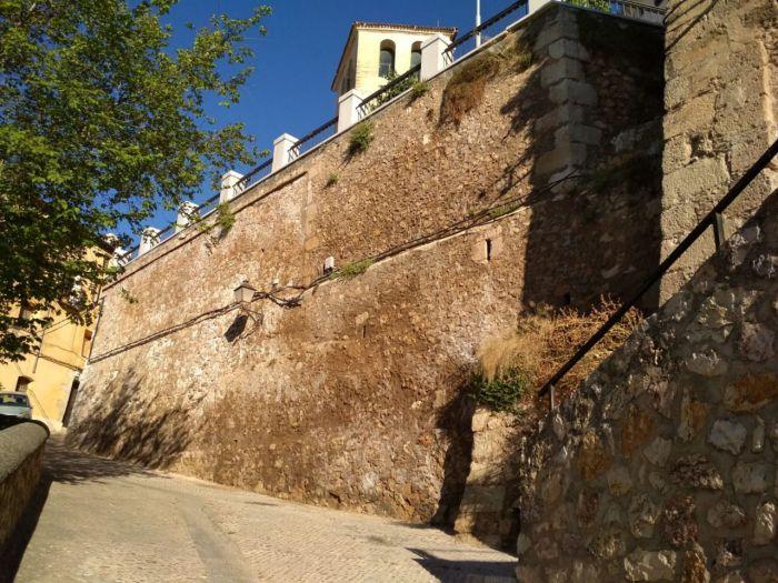 Advierten de que las filtraciones en el Jardín de los Poetas podrían generar desprendimientos como los de la Puerta de San Juan o la bajada a la Angustias