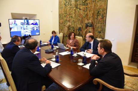 La Junta plantea a las cinco diputaciones coordinar todos los recursos para afrontar la crisis social y económica tras la pandemia