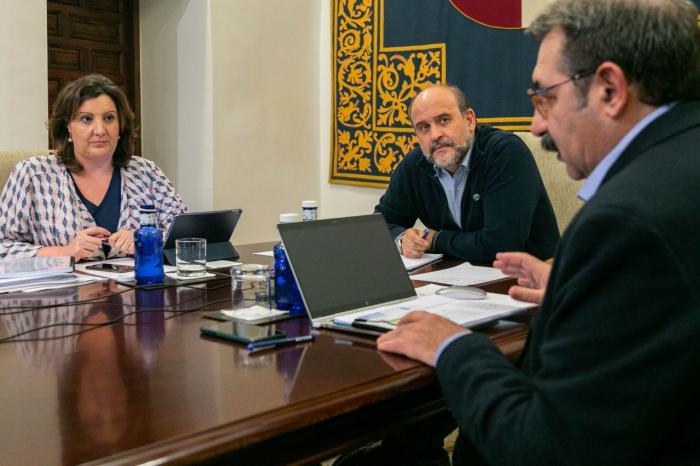 Junta y agentes sociales acuerdan un plan con 74 medidas y 236 millones