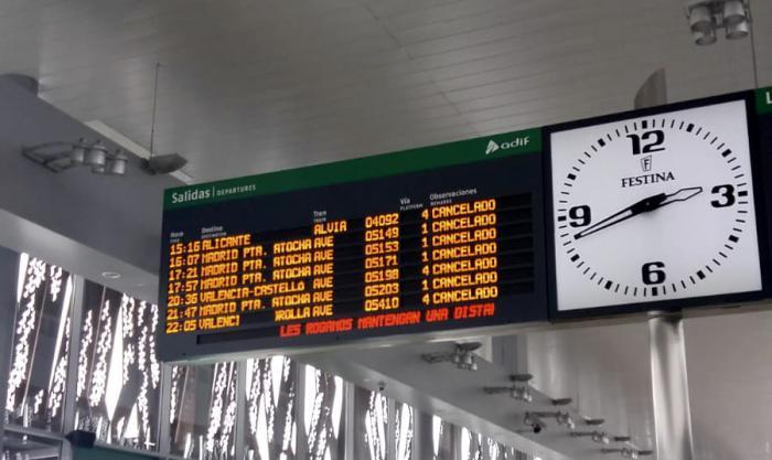 Renfe suspende todos sus trenes hasta el mediodía del domingo