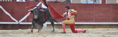 Los toreros tiran de gallardía para meterse en el barro y ofrecer una gran tarde en la cuarta de abono