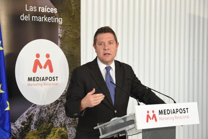El presidente de Castilla-La Mancha, Emiliano García-Page, visita las instalaciones de la empresa Mediapost en Yeles