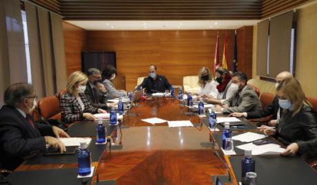 El Pleno decide el jueves si eleva una propuesta legislativa al Gobierno central contra la ocupación ilegal de viviendas