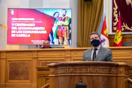 El presidente regional, Emiliano García-Page, asiste, en las Cortes de Castilla-La Mancha, al acto conmemorativo del V Centenario del levantamiento de las Comunidades de Castilla