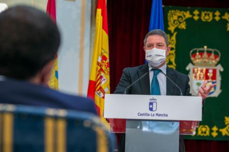 """García-Page reconoce en el esfuerzo """"de todos"""" el descenso del paro en Castilla-La Mancha por encima de la media nacional en el mes de abril"""