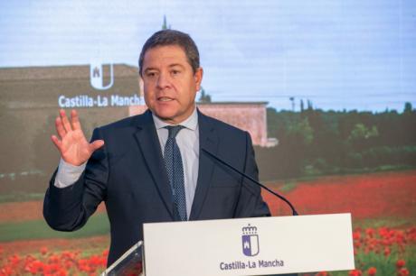El presidente de Castilla-La Mancha, Emiliano García-Page, ha colocado la primera piedra del nuevo Centro de Salud de la localidad conquense de Campillo de Altobuey