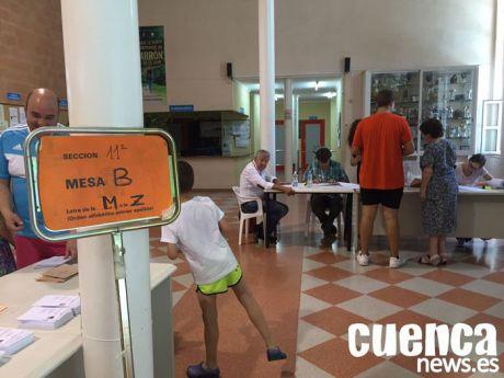 Vaquero vaticina 16 diputados para el PSOE, 10 para el PP, 5 para Cs, 1 para Podemos y 1 para Vox en la región