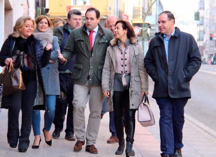 Luz Moya (PP) recuerda a su padre en su presentación a la alcaldía de Cuenca