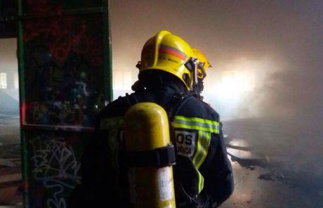 Un hombre de 71 años afectado por inhalación de humo en un incendio El Peral
