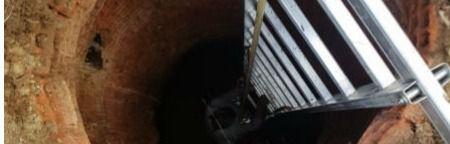 Una mujer cae a un foso de 3 metros en Arcas