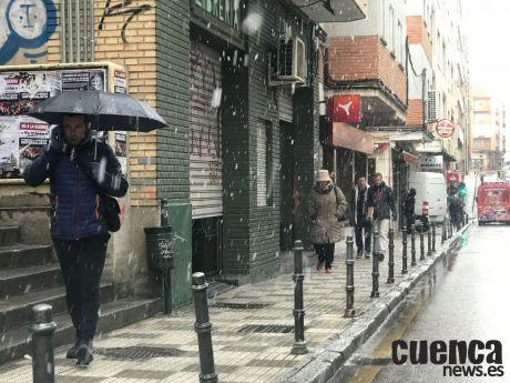 La semana comienza con lluvias débiles
