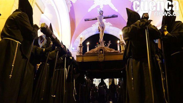 La lluvia no pudo con la procesión de la Vera Cruz