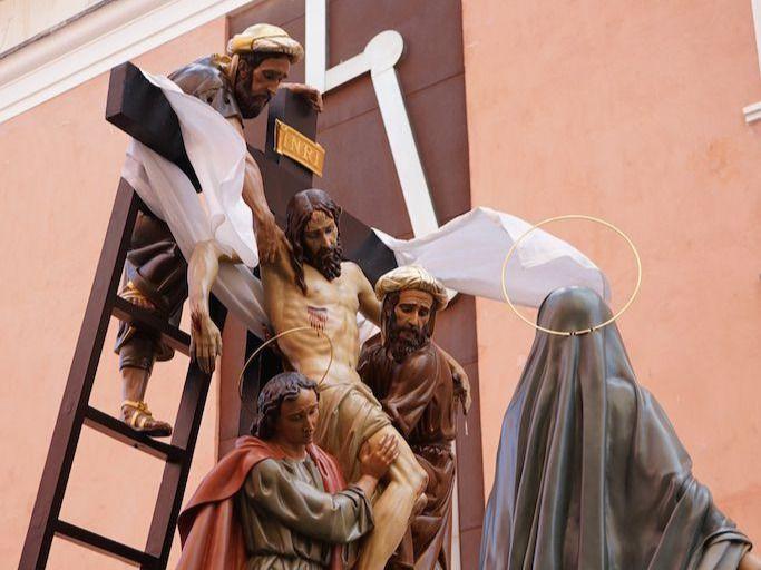 """La Lluvia suspende también la procesión en """"El Calvario"""""""