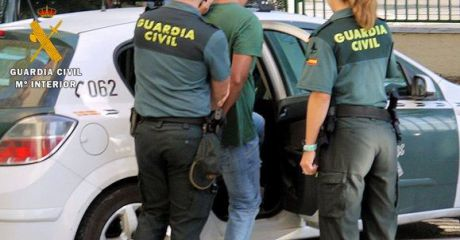 La Guardia Civil detiene a una persona buscada por la Justicia