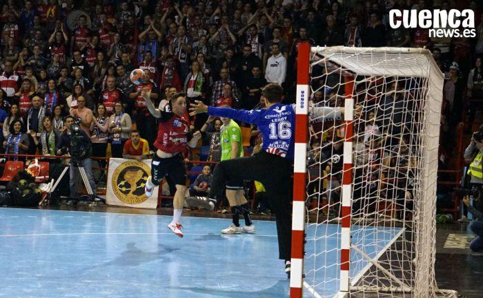 Dani Arguillas decanta a favor de los oscenses un partido espeso ante un Cuenca bajo mínimos(26-23)