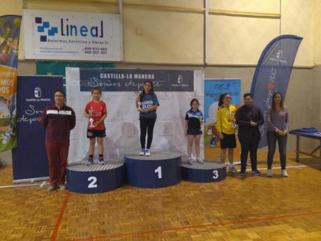 La expedición conquense logra dos trofeos por equipos y una medalla en individual en el Regional de Tenis de Mesa
