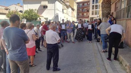 Vecinos de la calle Santiago López se movilizan para evitar la instalación de una antena telefónica