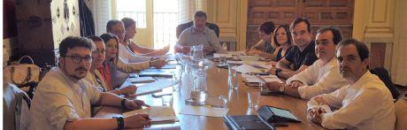 La primera Junta de Gobierno Local adjudica el contrato para la renovación de mobiliario infantil en el Parque de San Julián