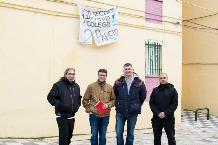 El candidato de Izquierda Unida, Pablo García, se reúne con la Asociación de Vecinos de 'La Paz'.
