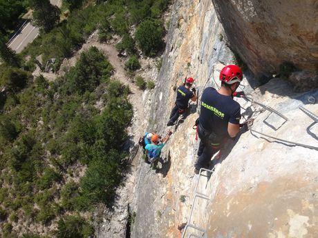 Rescatan a un joven de un precipicio tras sufrir un accidente tráfico en Villalba de la Sierra