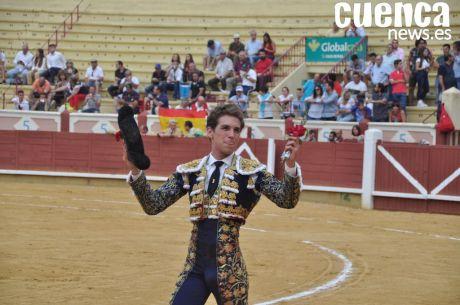 Un incontestable Ginés Marín vuelve a abrir la Puerta Grande del coso conquense