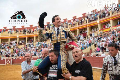 La actitud y el buen toreo de David de Miranda calan en la Feria