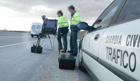 Investigan a una persona que conducía un turismo a 232 km/h en la provincia