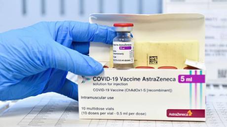 Sanidad propone ampliar la vacunación con AstraZeneca hasta los 65 años