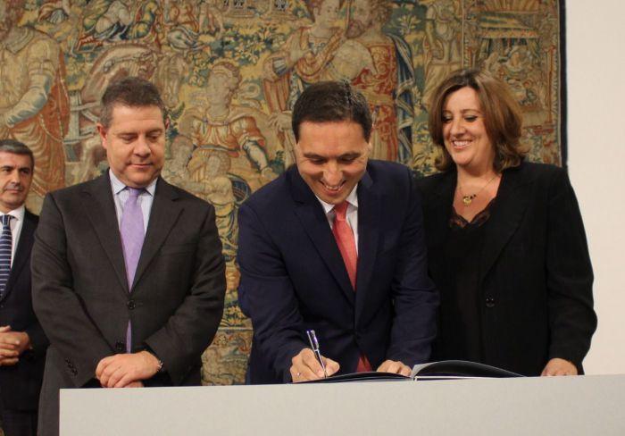 La Diputación vuelve a firmar el Plan de Empleo de la Junta tres años después