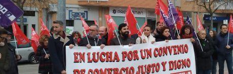 Trabajadores del comercio de Cuenca reclaman ante la patronal un convenio colectivo digno para el sector