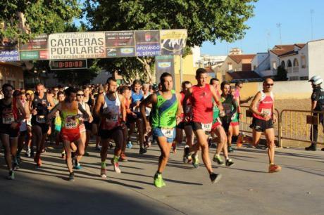 Los atletas Saúl Ordoño y Cristina Belmar se imponen en la Carrera Popular 'Villa de Iniesta'