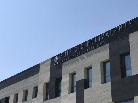 Vicente Rouco, presidente del Tribunal Superior de Justicia de Castilla-La Mancha, participa en una conferencia de prensa con alumnos de Periodismo