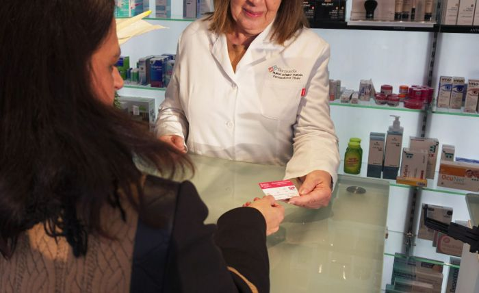 Farmacéuticos y Distribución proponen la dispensación de medicamentos hospitalarios a través de las farmacias para reducir contagios