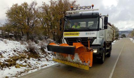 La Diputación tiene trabajando dos camiones quitanieves ante las nevadas de este viernes