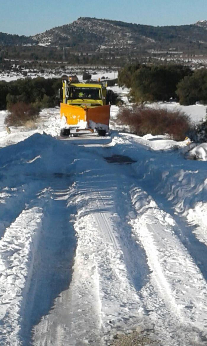 La Diputación ha movilizado esta mañana cinco camiones quitanieves y la situación en la red provincial está controlada