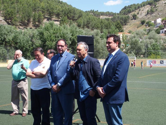 Caparrós, 'orgulloso' de dirigir al Sevilla y 'feliz' por su cruce con Cuenca